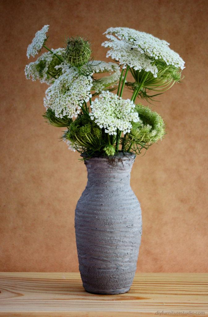DIY cement vase with ridges