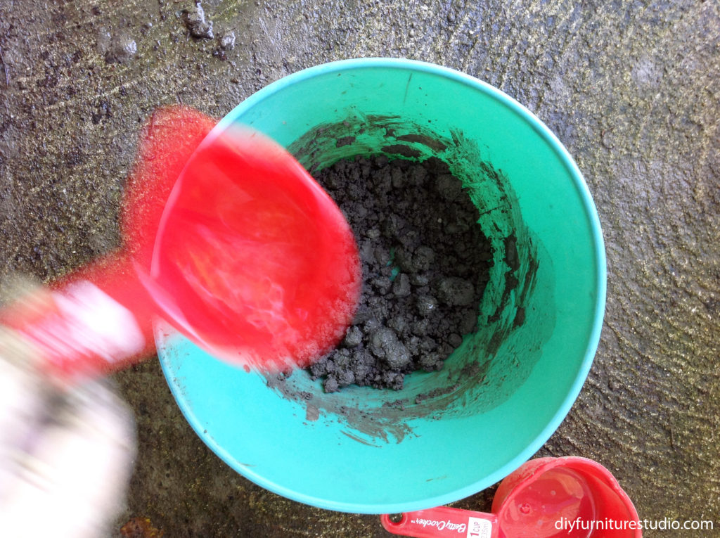 DIY cement vase adjusting cement mix